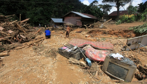 Hundreds of W. Sumatra Residents Still Isolated due to Landslide