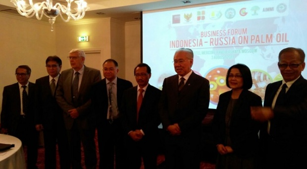 Trade Minister Enggartiasto Lukito and Indonesian Ambassador to Russia Wahid Supriyadi, (third and fourth from the right) in the Business Forum Indonesia-Russia on Palm Oil event in Moscow on Thursday, August 3, 2017. Image: Special / TEMPO
